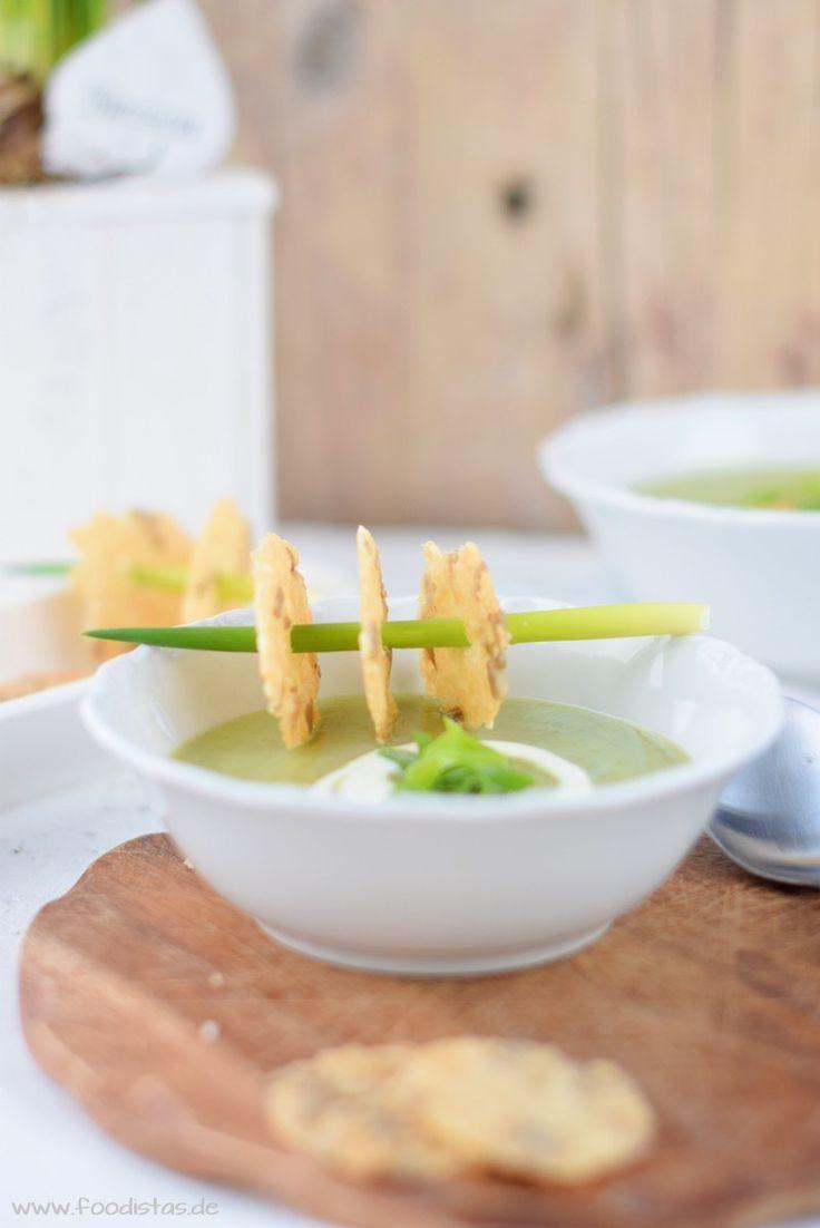 Frühlingszwiebelsuppe mit Parmesancrackern von den [Foodistas]