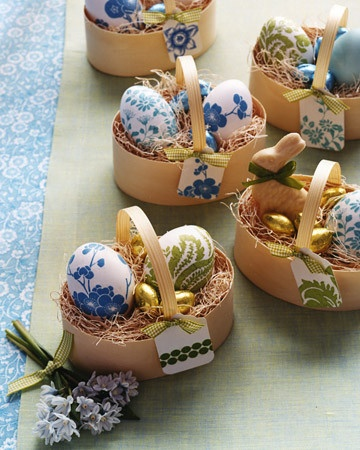 Pretty eggs: Paper Napkins, Decor Ideas, Easter Table, Easter Crafts, Martha Stewart, Easter Eggs, Easter Baskets, Eggs Decor, Easter Ideas