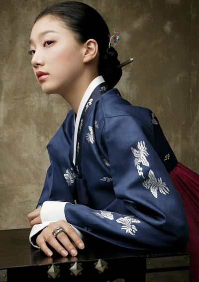 .Korean traditional dress (hanbok) by Sung Si-Ne.
