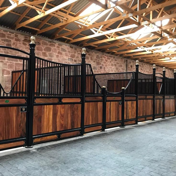 UK Manufacturers | Monarch Stables & Equine Equipment | Quality Stables In Standard Sizes Or Bespoke Sizes To Fit Any Equestrian Build Or Barn.