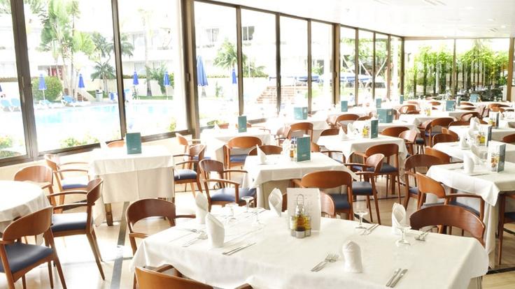 En el Restaurante Oro Negro un día a la semana el restaurante se viste de gala http://www.hoteles-catalonia.com/es/nuestros_hoteles/europa/espanya/canarias/tenerife/hotel_catalonia_oro_negro/index.jsp
