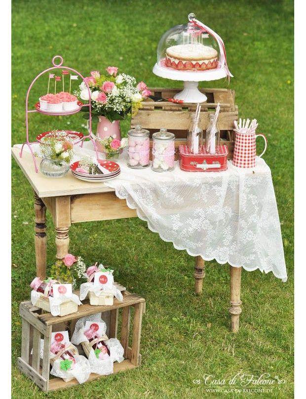 PrintannierCette sweet table a desairs de pique-nique printannier qui ne manqueront pas de charmer lesinvités.Quelle robe de mariée selon votre morpho ?
