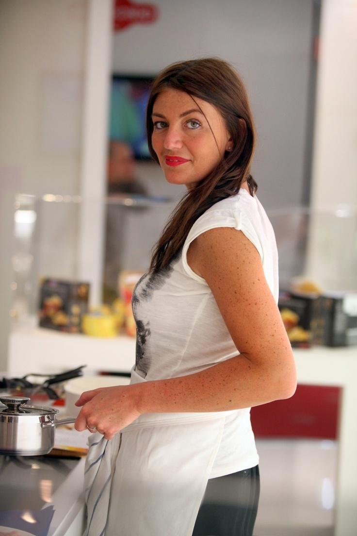 """L'intervista a Chiara Maci, #foodblogger a """"Sorelle in Pentola"""" e giudice nel programma """"Chuochi e fiamme"""" di LA7d!     http://thequeenbeetch.wordpress.com/2012/11/15/innerview-chiara-maci-food-blogger/#"""