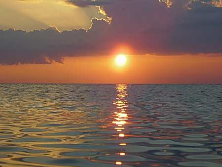 Experience sunrise and sunset at sea: Moon, Experience Sunrise, Sunsets Sunrises, Beautiful Sunset, Sunrise Sunset, Beach Club, Beach Sunset, Georgeus Sunrise