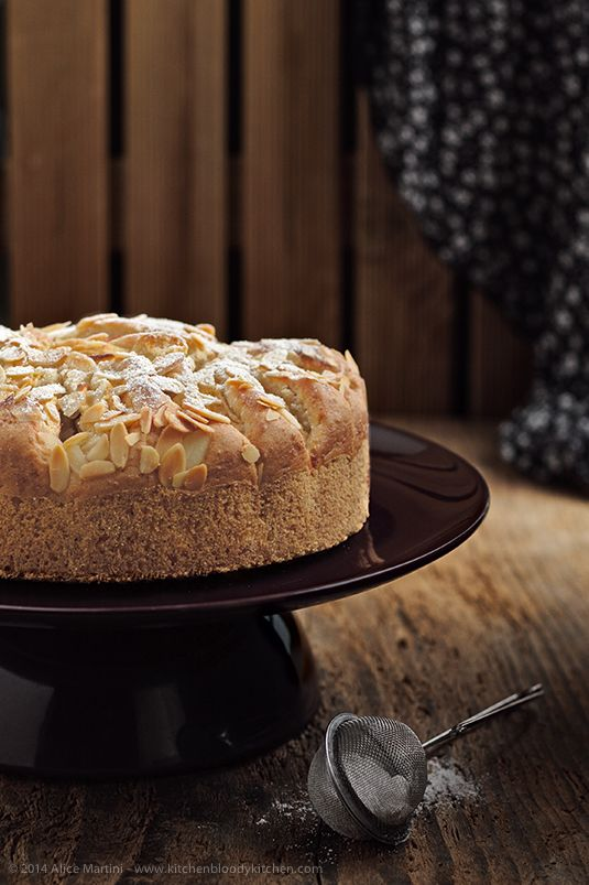 Apple and almond cake - Torta di mandorle e mele affondate  **Vegan recipe**