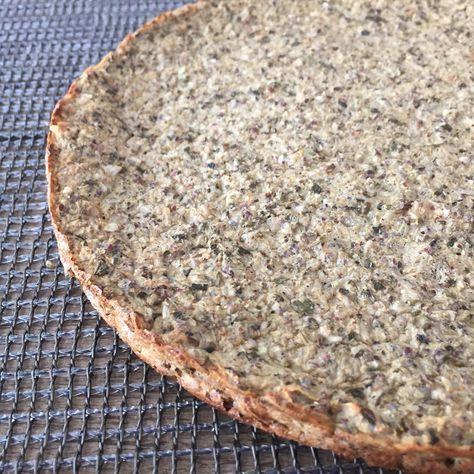 PAN/PRE PIZZA DE COLIFLOR(rinde 2 porciones)  Necesitas:  1 cabeza de coliflor chica hecha arroz de coliflor (en crudo); ver post anterior. 1 huevo y 1 clara.  2 cucharadas soperas de harina de lino ( reemplazable por cualquier otra harina que uses).  1 pizca de...