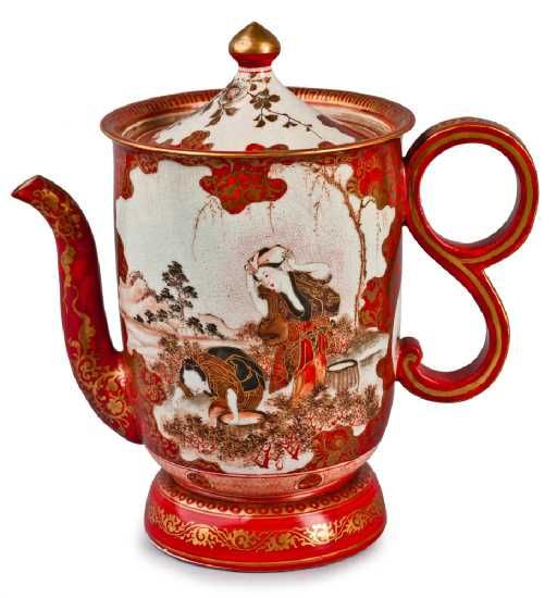 Kutani porcelain teapot, with shaped pourer and double curled handle, height 20 cm Japan, Meiji period, 19th century - Vivid scarlet red and white porcelain teapot