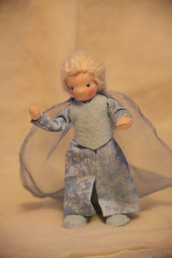 Frozen: Anna and Elsa waldorf style dollhouse dolls by ElineDolls