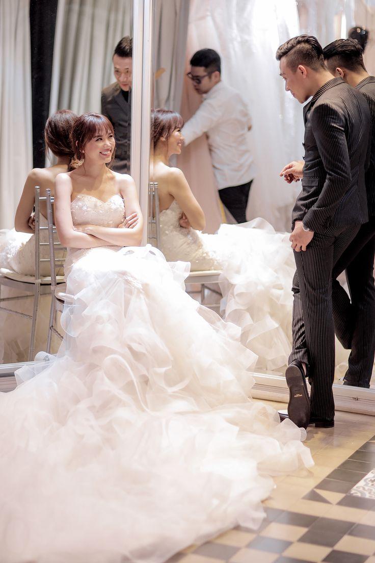 """Cận cảnh thiệp mời dự đám cưới """"bá đạo"""" của Hari Won và Trấn Thành"""