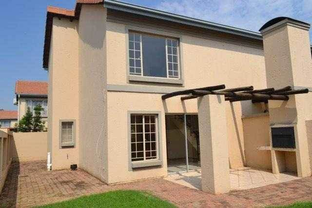 Explore this property 2 Bedroom House in Willow Park Manor