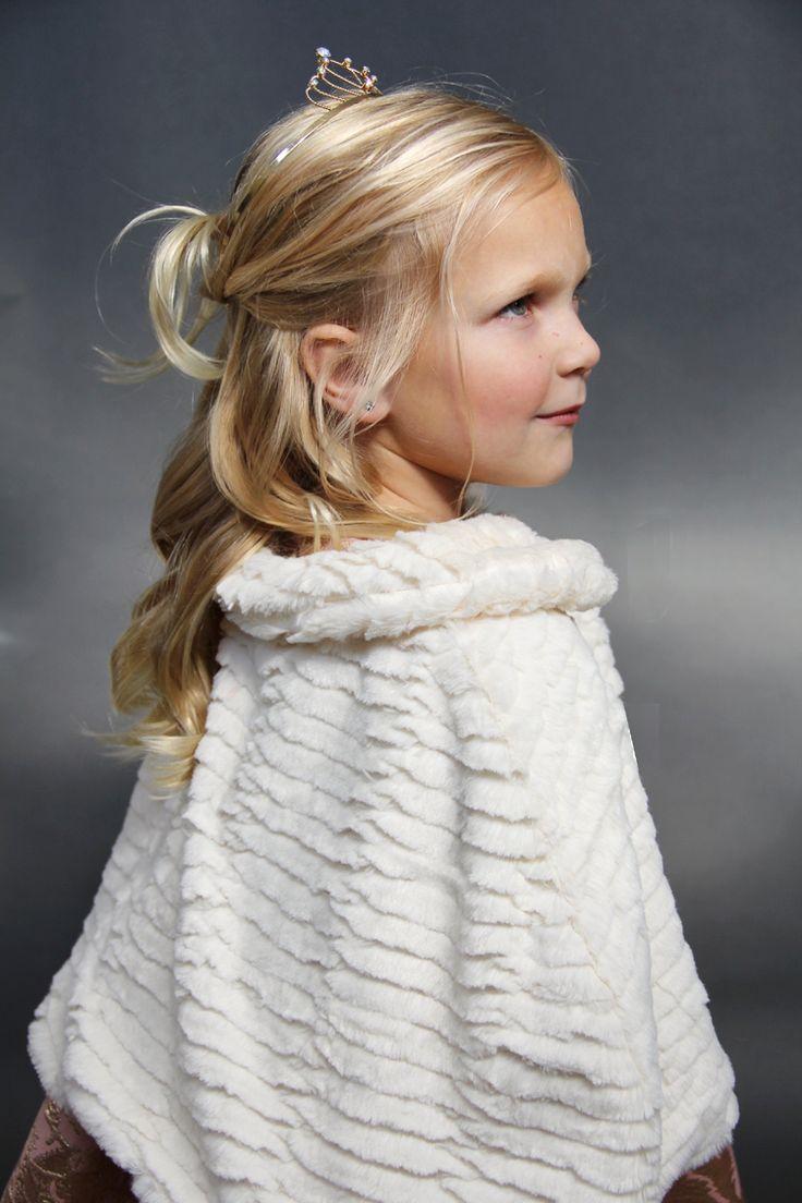 how to sew an easy faux fur cape - fur cape DIY