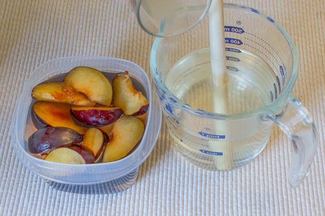 How to Freeze Plums (with Pictures) | eHow