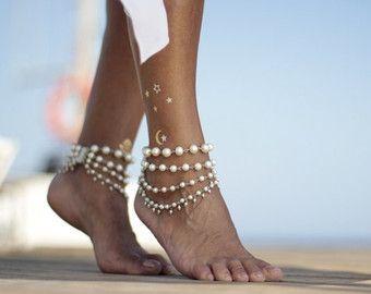 Hiedra blanca o Marfil perlas sandalias pies descalzos de la boda de playa, brazalete, brazalete, tobilleras de novia, sandalia descalza, cuff para tobillo, sandalias boho