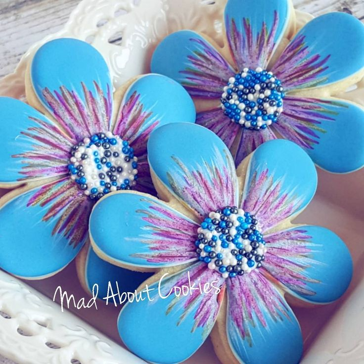 """344 Likes, 16 Comments - Tina & Ashley (@madaboutcookies) on Instagram: """"Pretty Blue Flowers What is your favourite colour? ▪ #flowers #blue #delicious #edibleart…"""""""