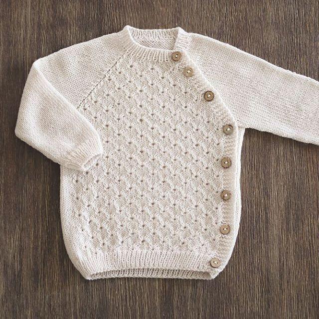 Tulla-jakke kommer i et nytt hefte snart :) #klompelompe #søskenstrikk