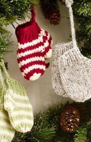 knit mittens (free pattern)---http://www.favecrafts.com/Knitting-for-Christmas/Knit-Mitten-Ornaments-from-Red-Heart-Yarn/ml/1