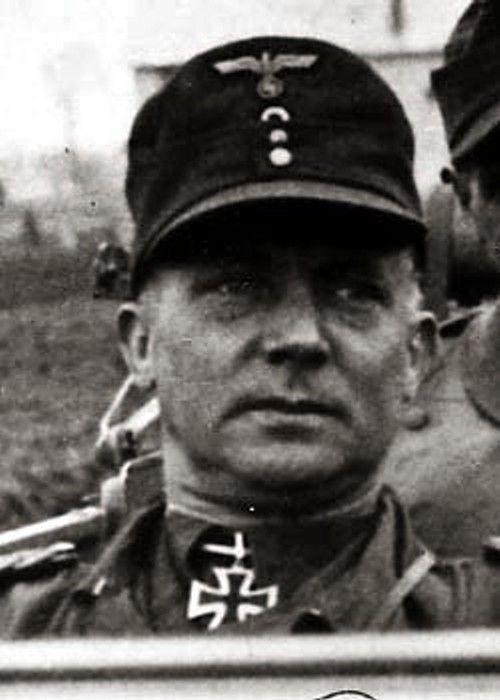 Ritterkreuzträger_Dr._med._dent._Walter_Karl_Friedrich_Assmann_bzw._Aßmann.jpg 500×700 pikseliä
