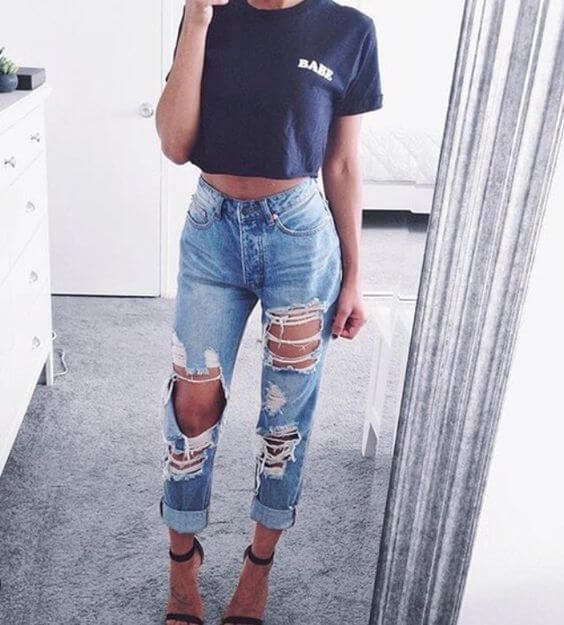 468c4730dac25b 25 Ripped Jeans Outfits That Prove Denim Is Here to Stay -Casual Ripped  Jeans Outfits  jeans  rippedjeans  womenoutfits  jeansoutfits