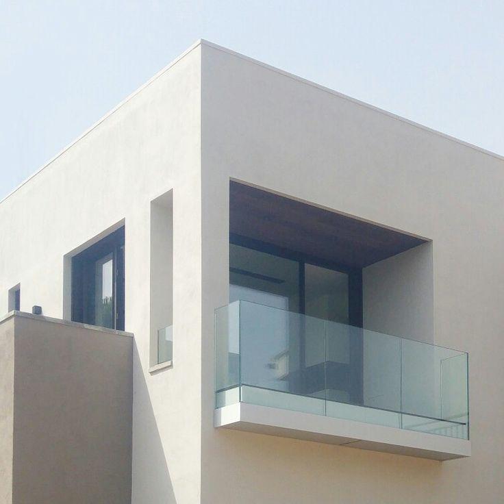 Modern facade by claudinarelat.com Claudina Relat architecture studio