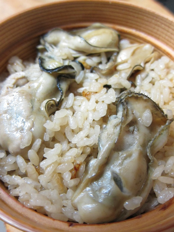 How to Cook Japanese Oyster Rice | Kaki Gohan 牡蠣の炊き込みご飯 ::  cook rice with some sake, soy sauce, oysters and ginger. There are other ways to cook but I like this simple style. The thick oyster texture goes very well with rice……Stir-fried chicken, celery and bell peppers, spinach with Katsuobushi (dried bonito) shavings and pickled turnip on the side.