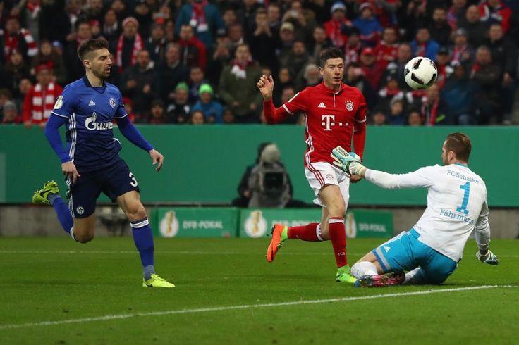 DFB Pokal- Viertelfinale: Bayern München-Schalke 04 3:0 - das 1:0 nach drei Minuten durch Lewandowski
