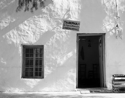 Ταβέρνα στην Κρήτη,1969...φωτ.Τάκης Τλούπας