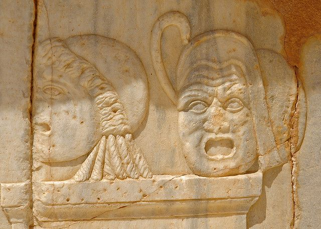 Màscares còmiques, relleu de l'escenari (pulpitum), teatre de Sàbrata | Flickr: Intercambio de fotos
