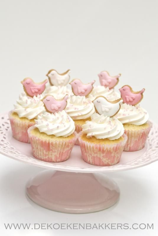 Sweet cupcakes : love these birdy cookie toppers