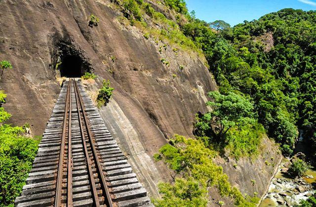 Serras Capixabas – train Viana (Espítiro Santo)/Araguaia (Espírito Santo)