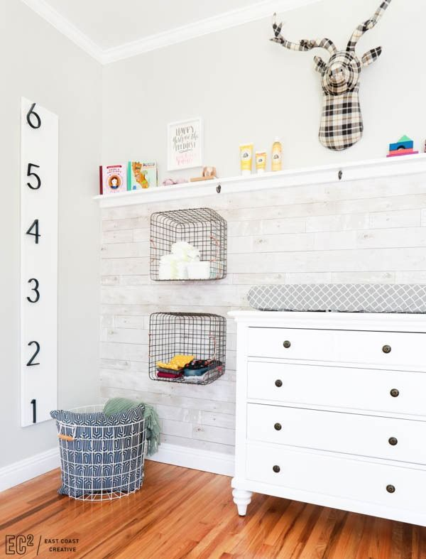 Track your kiddos' height with an easy, modern growth chart. Click for Monica Mangin's simple DIY!