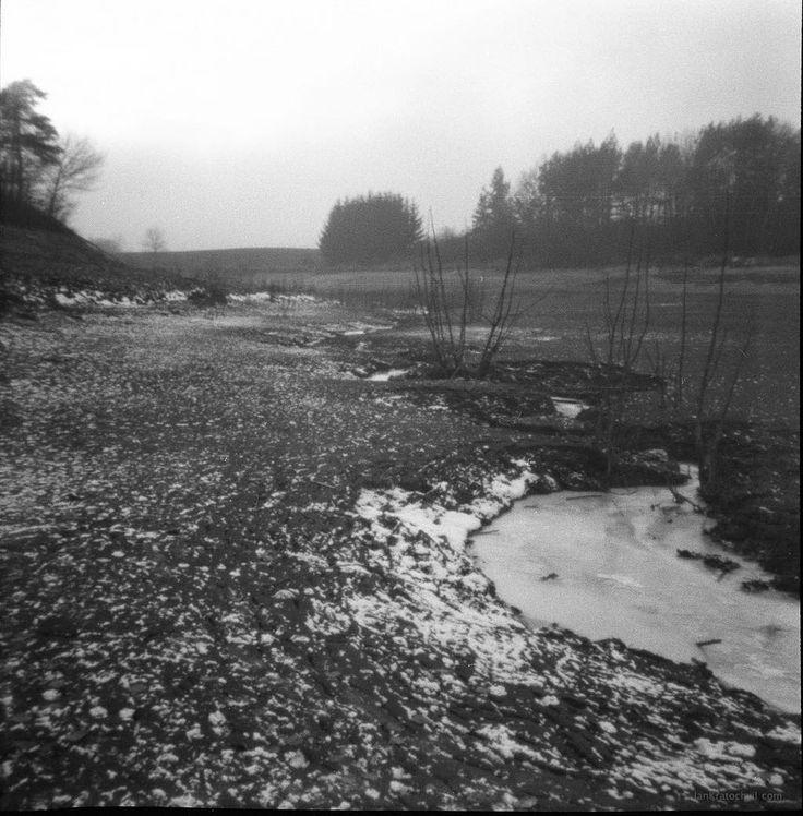 Taken with #pinhole camera. Painted with light. Taken from the bottom of #pond Markovka. Krása odrazu v dírkové kameře - fotografie bez objektivu - světlo vykreslí samo. Foceno na svitkový film ze dna rybníka Markovka u města #Trebic #Czech #filmisnotdead #tree #cameraobscura #foma #selfdevelopment #diana #f150 #nolens #icewater