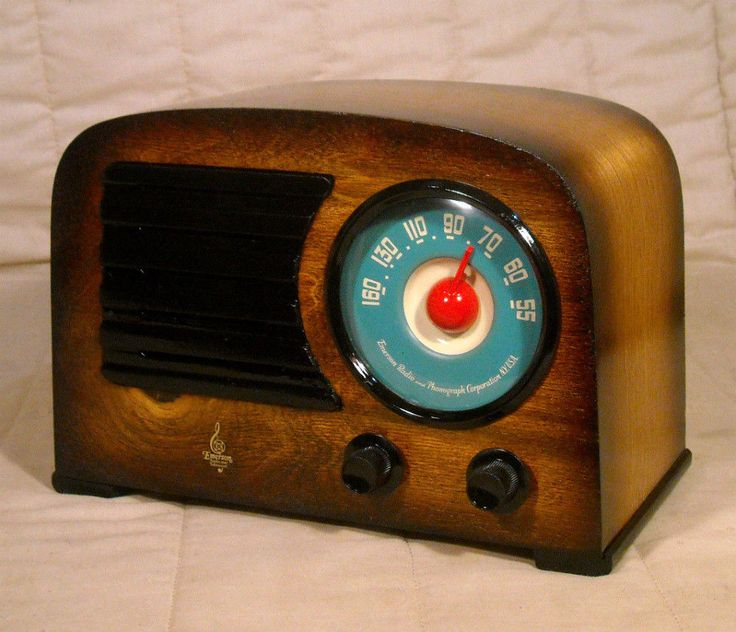 Old Antique Wood Emerson Vintage Tube Radio -Restored Working Art Deco Table Top #Emerson
