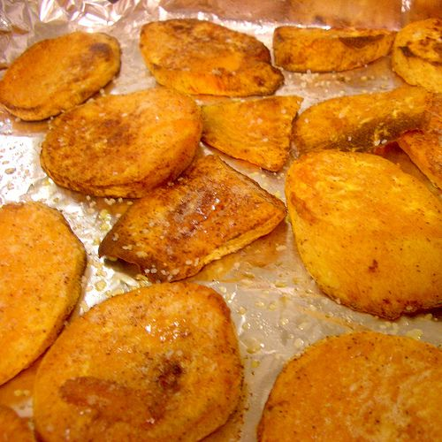 Sweet potato chips with cinnamon. I used canola oil, added lots of nutmeg, little bit of ginger and a dash of cayenne paper. Soo yummy!