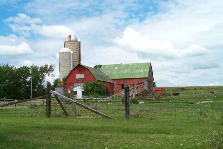 Red and green barn on HWY 3, near Dunnville, Ontario