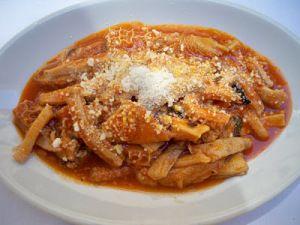 La trippa alla romana è uno dei piatti a base di trippa più conosciuti. È molto simile alla trippa alla parmigiana, di cui condivide il fondo di cottura, a base di pomodoro, e l'aggiunta di formaggio. L'unica differenza sostanziale riguarda l'aggiunta di mentuccia fresca, assente nella trippa alla parmigiana. Sicuramente la ricetta più conosciuta a […]