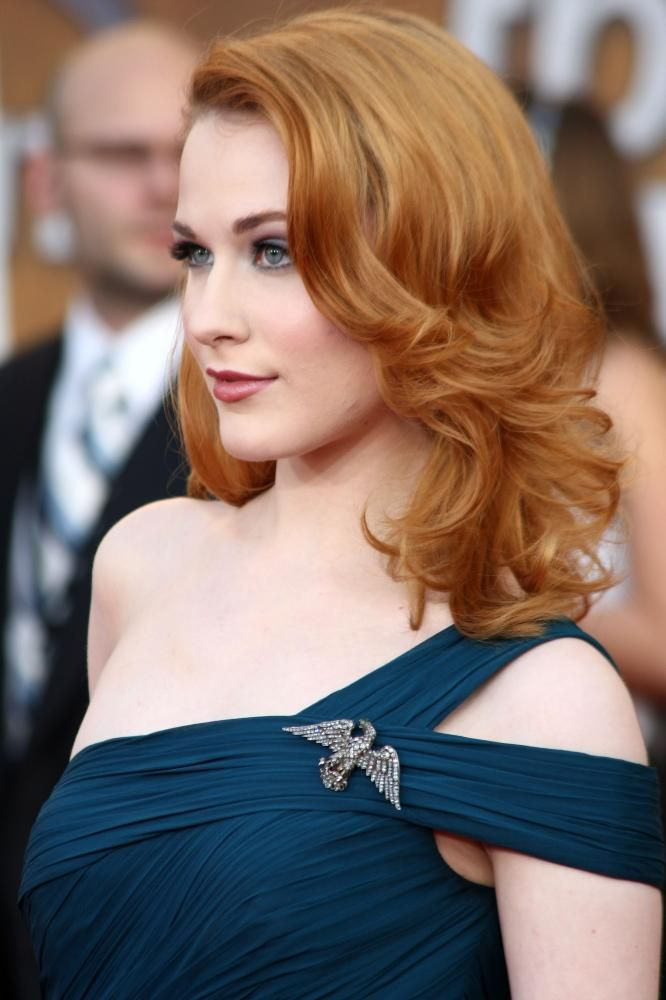 Gorgeous hair cut and color on Evan Rachel Wood. I also love this blue dress and the eagle brooch.