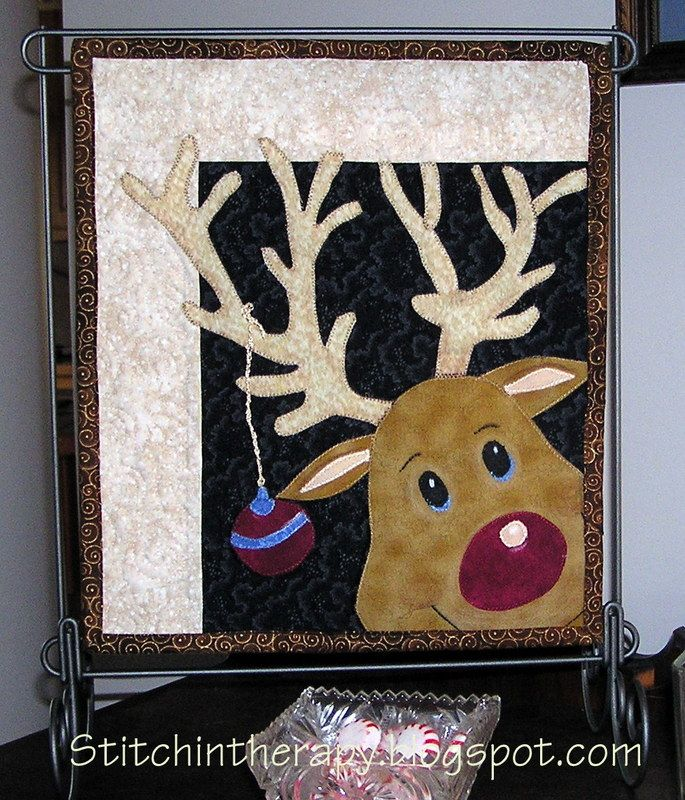 """= free pattern (template) = """"Rudy"""" mini quilt by Stitchin' Therapy: Christmas Quilt project"""