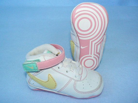 Retro 80 s NIKE White Leather Athletic Shoes Baby Girl