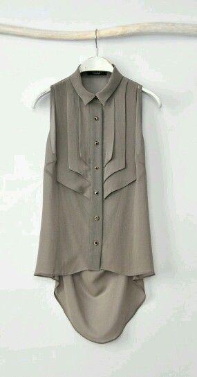 Blusa sin mangas, de gasa color arena