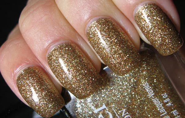 Diseños de uñas con purpurinas, diseños de uñas con purpurina dorada.   #diseñatusuñas #nailart #uñasdemoda