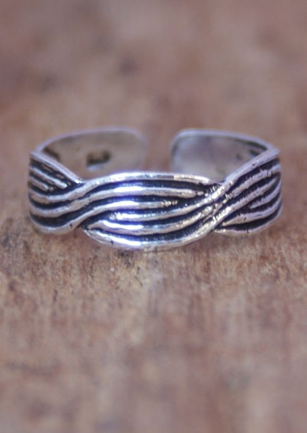 Karma East - Silver Twist Toe Ring