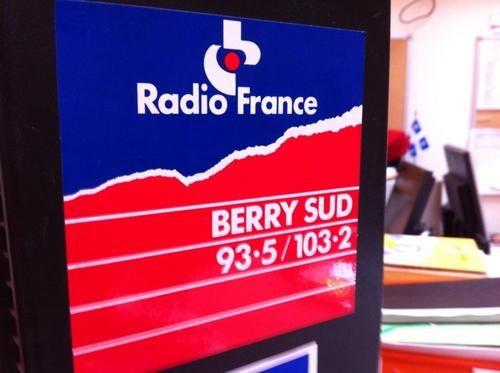 Oh ! Un logo de Radio France Berry Sud qui traîne encore à la rédac de France Bleu Berry...