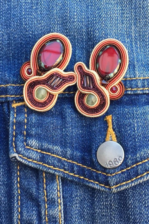 Add cool earrings to your street-style staple denim jacket and enjoy 50% off!   #doricsengeri #streetstyle #streetfashion #denimjacket #designerearrings #everydayearrings #cliponearrings #clips