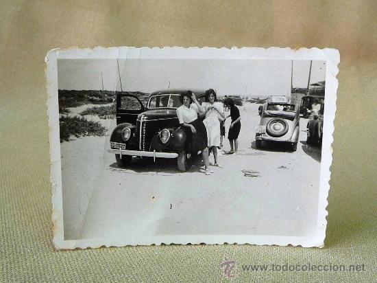 FOTO, FOTOGRAFIA, COCHE ANTIGUO CON MUJERES, PLAYA SAN SEBASTIAN, 1950 S - Foto 1
