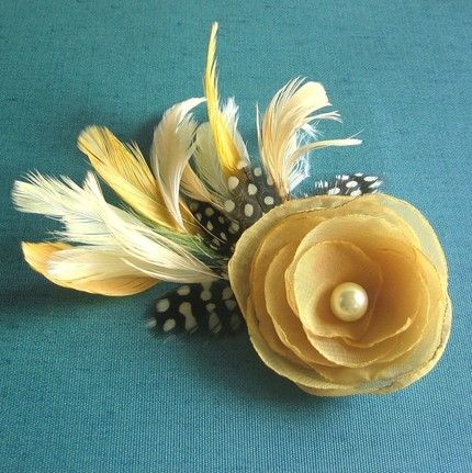 DIY hair flower. @Farrah Maldonado, @Diana Arrington I bet we could make these a bit better!