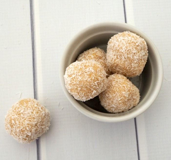 These no bake Lemon and Coconut Balls take less than 15 minutes to make! This recipe can be made both using a food processor or a Thermomix.