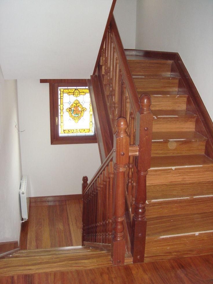 Diseño, fabricación e instalación de escaleras en madera o aluminio. Amplia variedad de modelos y acabados de máxima calidad.