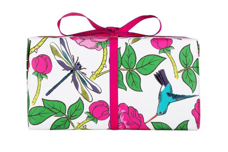 Hou jij ook zo van rozen? Niet van die ouderwetse rozengeur, maar van echte rozen? Dan is Rosie jouw girl! Dit leuke cadeau bevat maar liefst drie van onze rozenproducten: Rose Jam bubbleroon, Ro's Argan bodyconditioner en Rose Jam showergel.