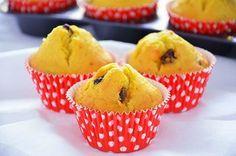 I muffin ai mirtilli rossi secchi sono dolcetti da colazione morbidi, sani e gustosi. I mirtilli secchi arricchiscono questi muffin senza appesantirli ma conferendogli un sapore buono e particolare.