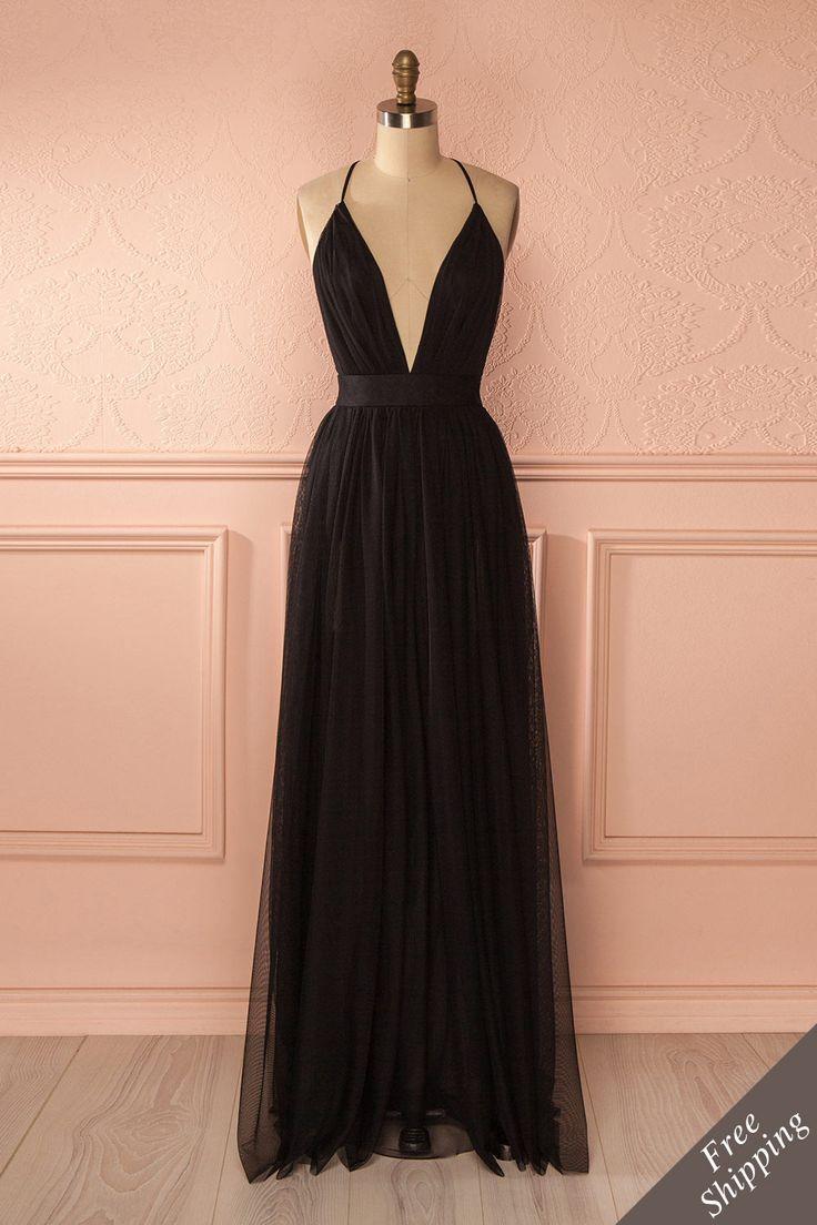Dans le monde des rêves, toute forme devient vaporeuse et fantastique.  Upon entering Dreamland, all shapes become hazy and fantastic. Black mesh low-cut gown www.1861.ca
